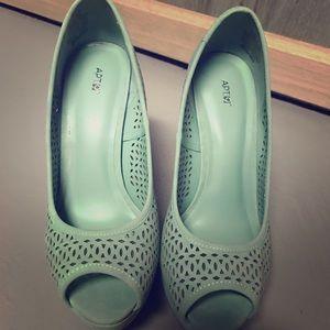 Apt 9 mint heels size 6